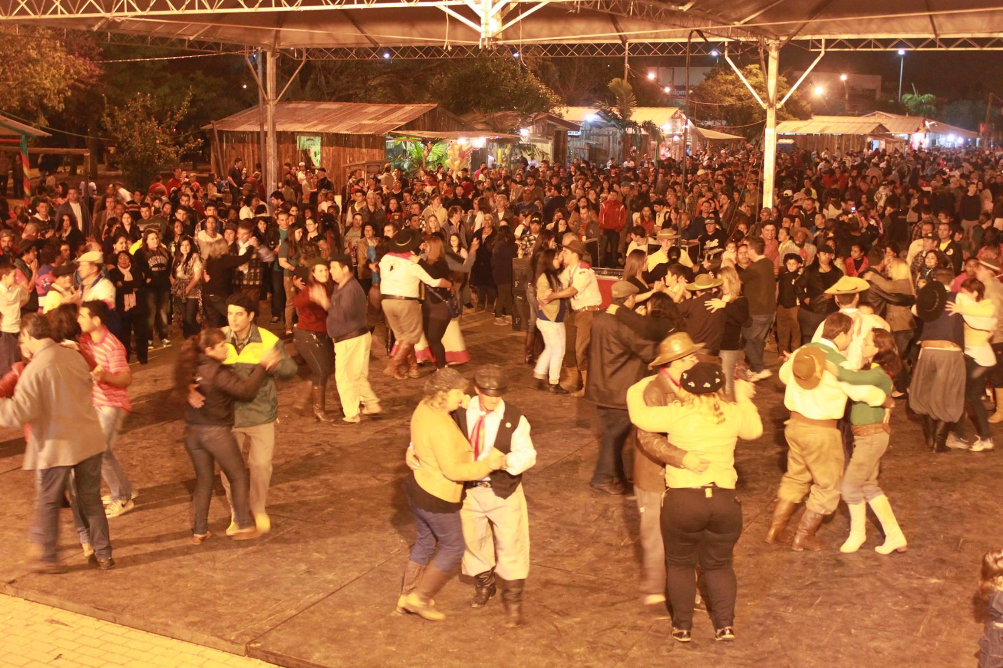 Resultado de imagem para Acampamento Farroupilha de Porto Alegre shows