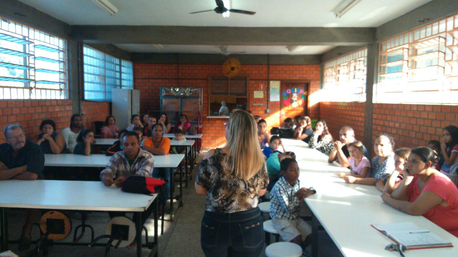 Comunidade escolar reunida definiu organizar abaixo-assinado Foto: Priscila Duarte / Divulgação / OA