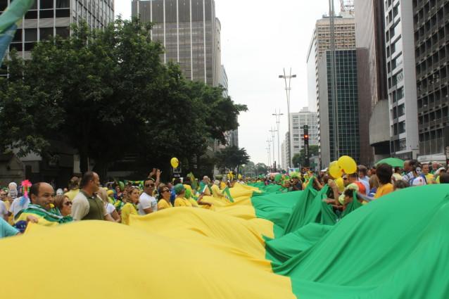 Manifestação contra a corrupção e pela saída da presidente Dilma Roussef, na avenida Paulista | Foto: André Tambucci / Fotos Públicas / OA