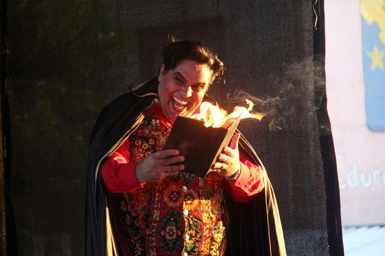 No papel de Satã, Eduardo Toledo é o contemporâneo na apresentação que chega a sua 57ª edição / Foto: Mariú Delanhese / OA