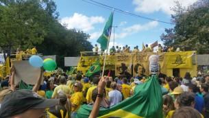 Porto Alegre - Manifestação contra a corrupção e pela saída da presidenta Dilma Rousseff (Daniel Isaia/Agência Brasil)
