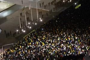 Protesto contra a nomeação do ex-presidente Lula como ministro da Casa Civil, em frente ao Palácio do Planalto Foto: Fabio Rodrigues Pozzebom / Agência Brasill / OA
