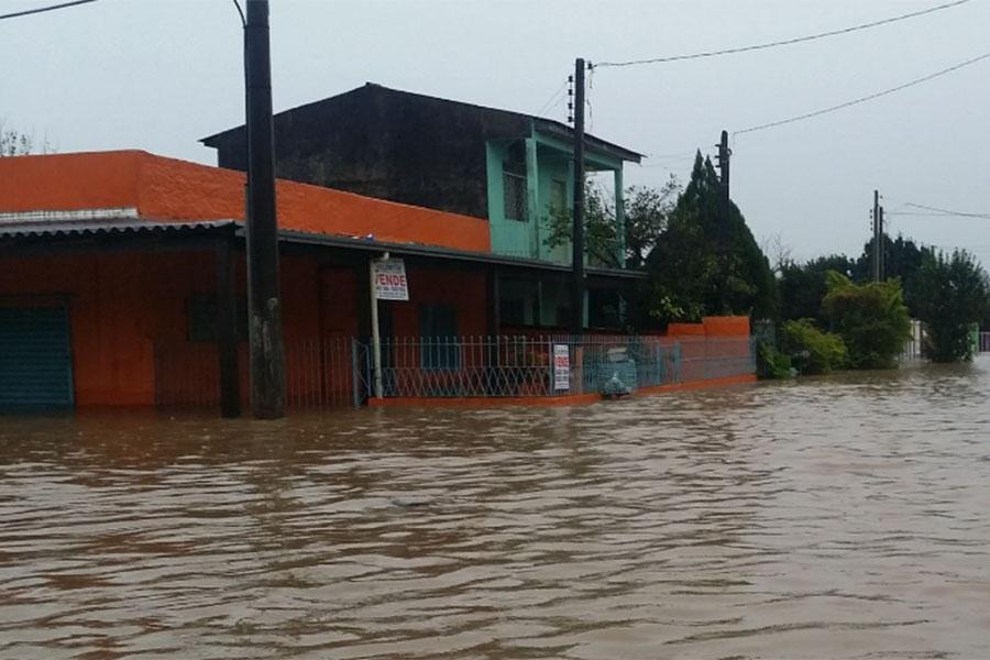 Casa alagada na esquina da Marquês do Pombal com a Itararé: antigo endereço da família Pesente | Foto: Jonathas Costa / OA