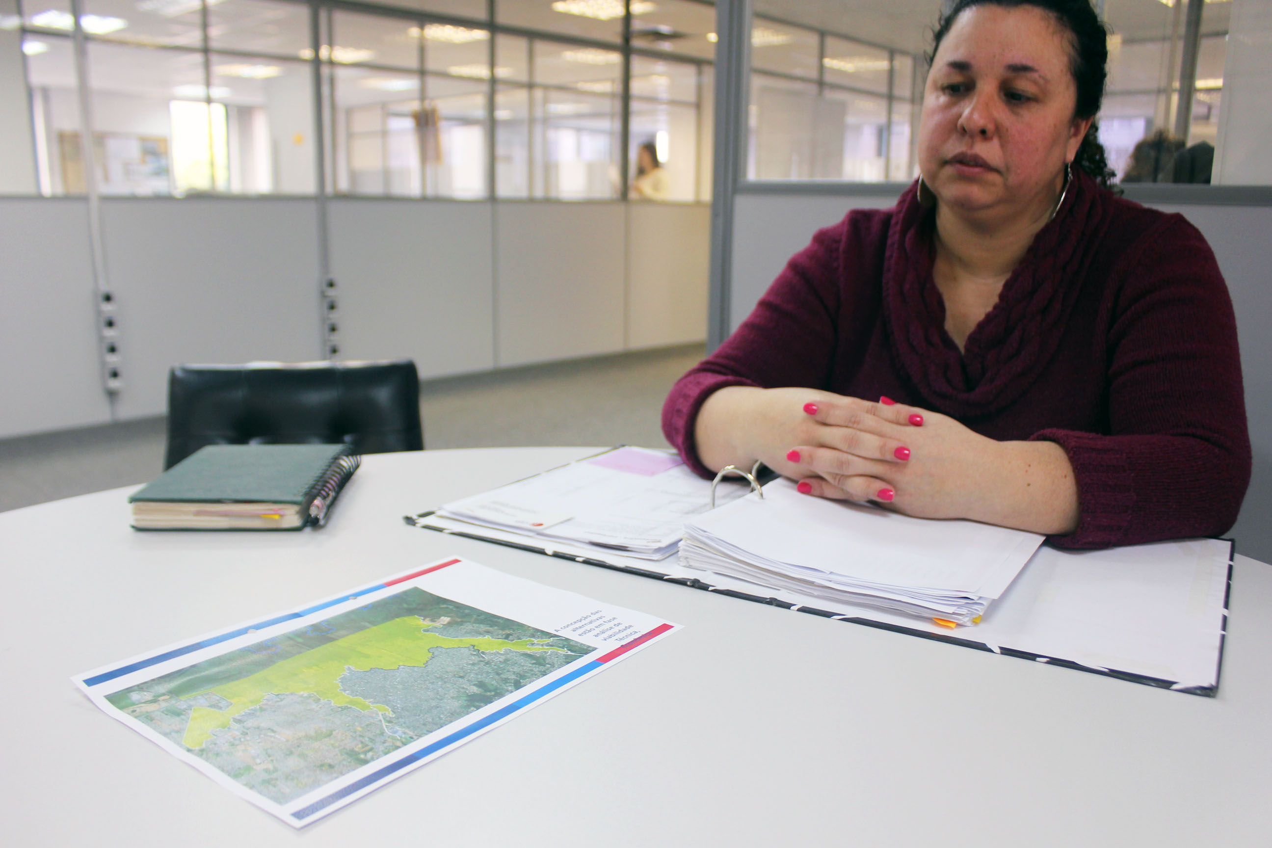 Engenheira da Metroplan, Paula Pinto explica que o projeto é complexo devido as questões sociais envolvidas   Foto: Jonathas Costa / OA