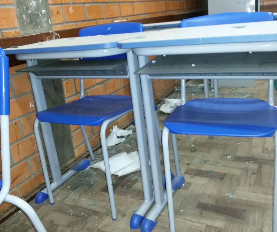 Havia risco dos alunos se ferirem na Escola Alice de Carvalho / Foto: Priscila Duarte / Especial / OA