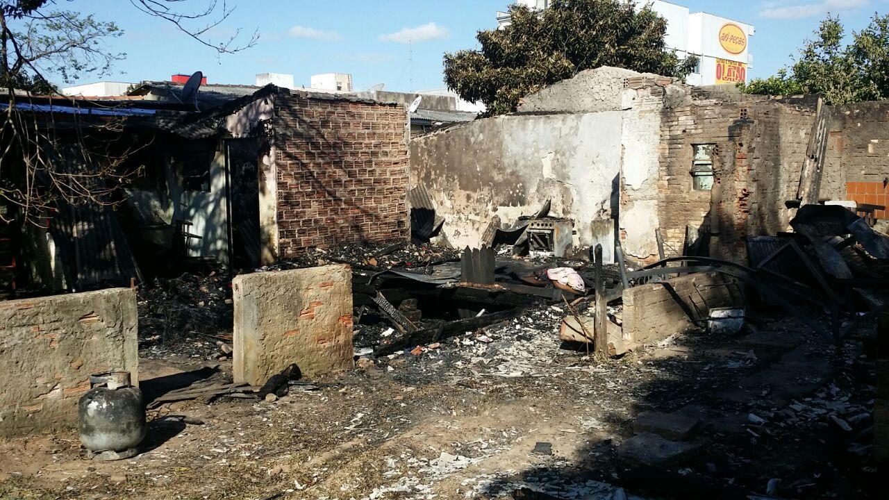 Incêndio aconteceu na manhã de segunda / Foto: Mariú Delanhese / OA