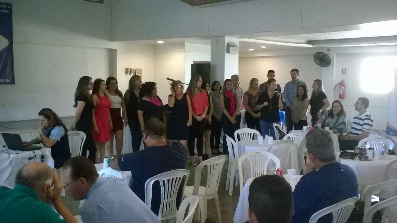 Participantes dos Núcleos se apresentaram durante o almoço / Foto: Mariú Delanhese / OA
