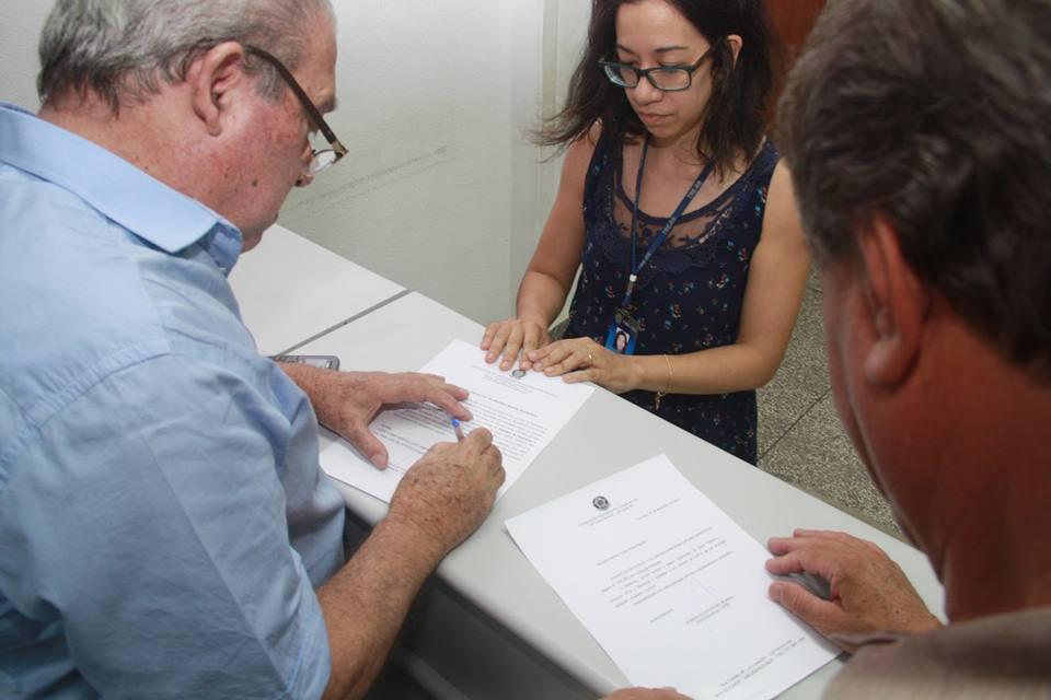 Diplomação ocorreu de maneira rápida no Cartório Eleitoral de Alvorada | Foto: Magno Derlon / Especial / OA