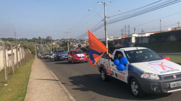 Colégio êxito mobiliza mais de 100 famílias nesta tarde